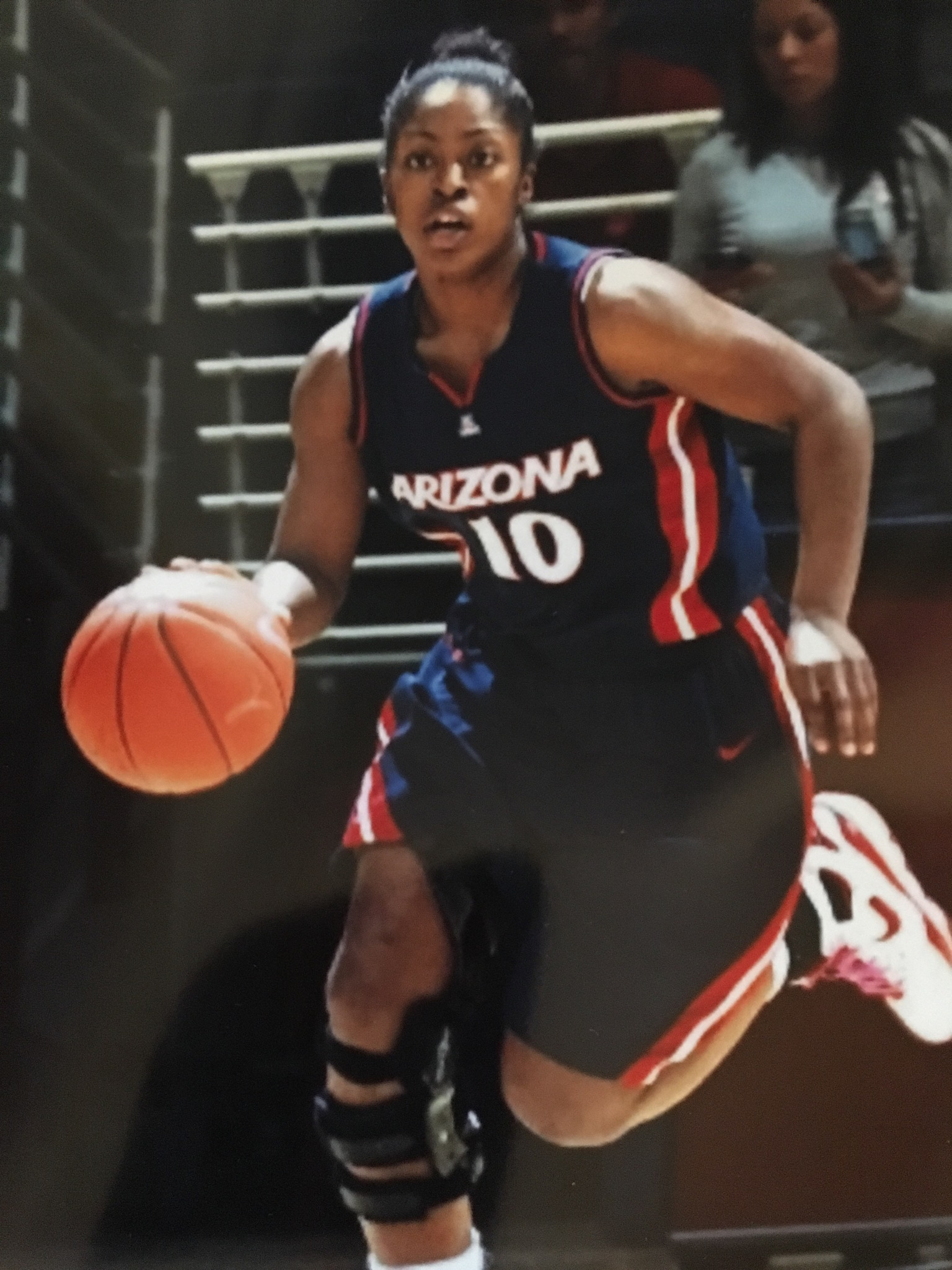 She attended the University of Arizona and played on their women s  basketball team even though she did not receive an athletic scholarship. 244df6116